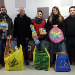 C's Sabadell hace entrega a Creu Roja de los juguetes recogidos durante la campaña de Navidad