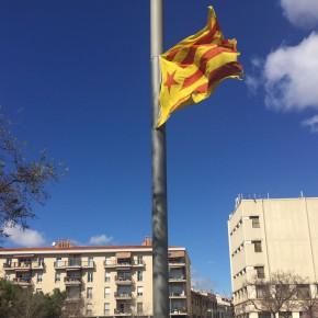 Ciutadans (Cs) Sabadell pide que se retire la estelada que ondea en una farola de la plaça Creu Alta